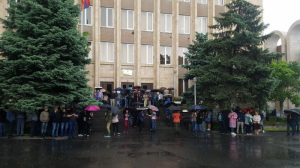 People block Armenia courts' entrances and exits, upon PM Pashinyan's call
