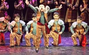 Pequeños grandes y maravillosos pasos: ¡Pokr Masís nos invita a bailar!