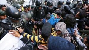Escándalo en la visita de Erdogan a Ecuador: protestas en su contra y agresión de sus guardaespaldas a parlamentario y manifestantes