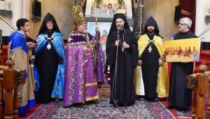 (Español) Su Santidad Karekín II envió una Carta de Bendición al arzobispo Kissag Mouradian por el 25º aniversario de su consagración episcopal