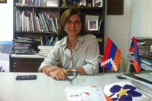 (Español) Entrevista a Alicia Nerguizian: la enseñanza del armenio, presente en distintas iniciativas en el Centro Armenio