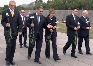 (Español) La vicepresidenta del parlamento alemán visitó el memorial del Genocidio Armenio en Ereván