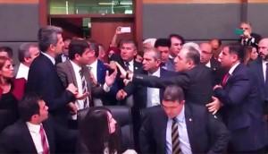 EDITORIAL: Las agresiones a Garo Paylan en el parlamento turco y el panorama político en Turquía