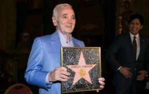 Charles Aznavour recibe una estrella de Hollywood