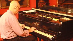 VIDEO: «Amada Ereván» interpretada en piano por Claudio Guiragossian