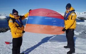La bandera armenia flameó en la Antártida