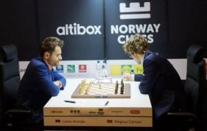 Ajedrez: el armenio Levon Aronian venció al campeón del mundo Magnus Carlsen