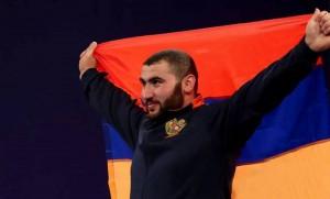 El armenio Simon Martirosyan ganó la medalla de oro en el Campeonato Mundial de Levantamiento de Pesas Juvenil