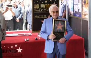 Charles Aznavour, con su propia estrella en el Paseo de la Fama de Hollywood