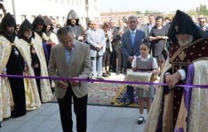 Armenia President attends opening of Eurnekian school new building