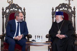 (Español) Reunión entre el primer ministro Pashinyan y el Katolikós Karekín II en Echmiadzín