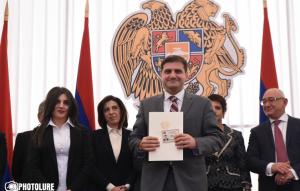 (Español) Los nuevos diputados de Armenia prestaron juramento