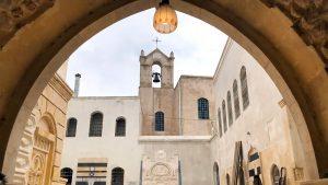 """(Español) Primera misa en 7 años celebrada en la catedral armenia de Alepo """"Los cuarenta mártires"""""""